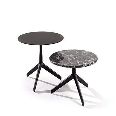 Designermöbel der Röthlisberger Kollektion. Der Rik Tisch ist in vier verschiedenen Höhen erhältlich und kann als Salon-, Beistell-, Bistro- oder Stehtisch verwendet werden. Je nach Tischplatte für den Innen- und Outdoorbereich geeignet. Der elegant taillierte Tischfuss aus Metall und Stahl steht dank entsprechendem Gewicht auch auf drei Beinen fest am Boden.